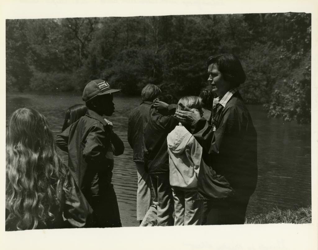 Morton Arboretum Naturalist Guide, Mickey Shaw, with school group around Lake Marmo