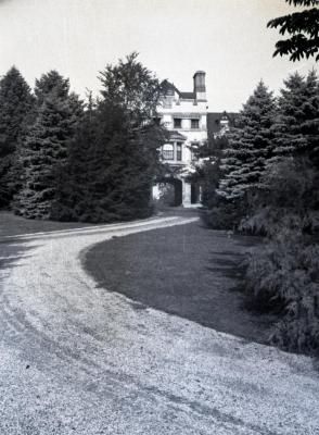 Morton residence arch and driveway east side