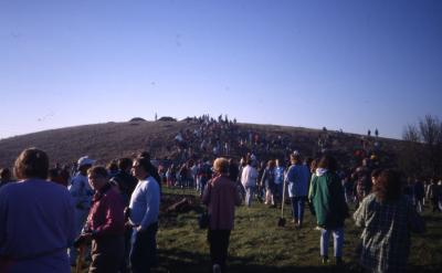 Crowd walking toward and on berm on Earth Day