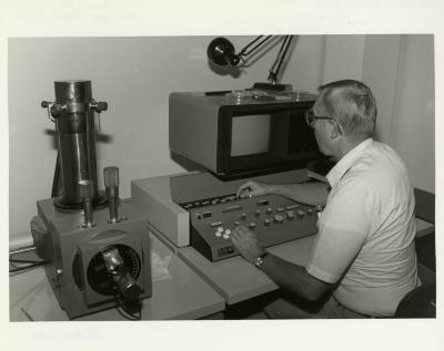 William Hess working at Scanning Electron Microscope (SEM) in laboratory