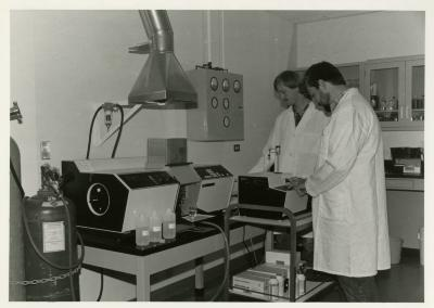 Pat Kelsey (left) and Rick Hootman using the Atomic Absorption Spectrophotometer to test for heavy metal and salt contaminants in the lab