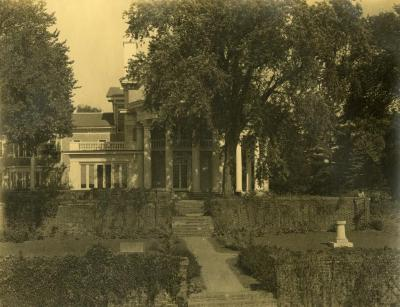 Arbor Lodge, rotunda portico leading out to garden