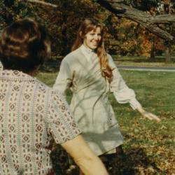 Nancy Hart giving an art class in the Oak Collection