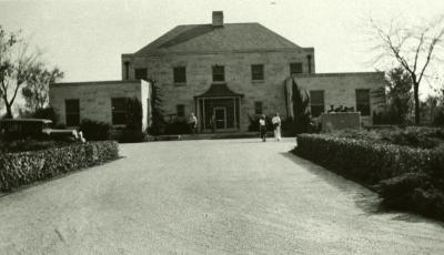 Administration Building, guests walking in and out of front entrance