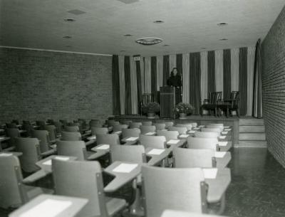 Cudahy Auditorium, Suzette Morton Davidson at podium