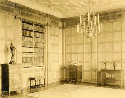 Morton Residence at Thornhill, library