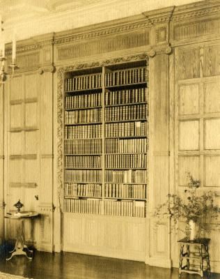 Morton Residence at Thornhill, library shelving