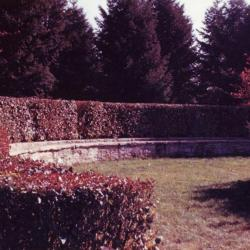 Stone seating wall, at Pinetum end of the Hedge Collection