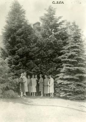 Mrs. Joy Morton and friends, on grounds east of Thornhill residence