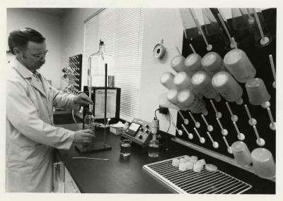 Dennis Liby in lab