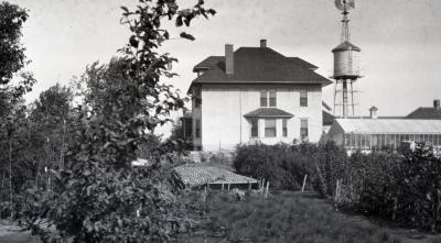 Jeffrey Farm House at South Farm with greenhouse