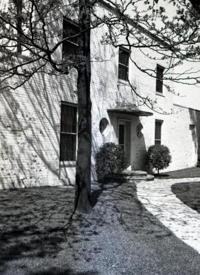 Clarence Godshalk's second Arboretum house, curved walk up to front door