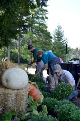 Grounds crew changing seasonal landscape displays at The Morton Arboretum
