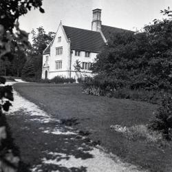 Morton Residence at Thornhill, library wing looking north from Joy Path